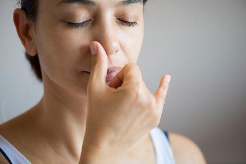 Hít thở để làm mũi cao tự nhiên
