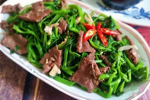 sau khi nâng sửa mũi nên kiêng ăn thịt bò, rau muống