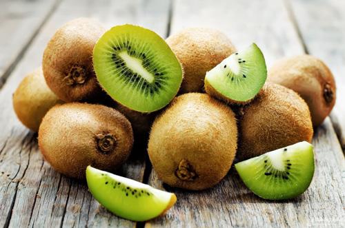 Nâng mũi nên ăn trái cây gì? - Kiwi