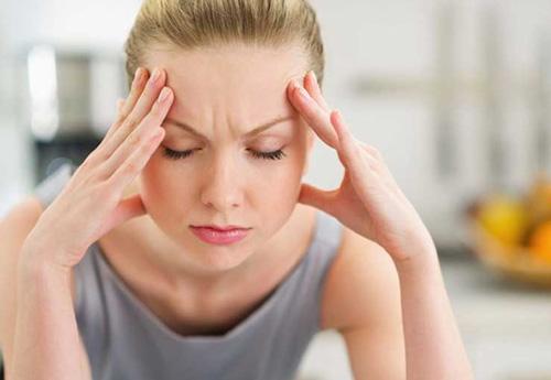 nâng mũi xong bị đau đầu