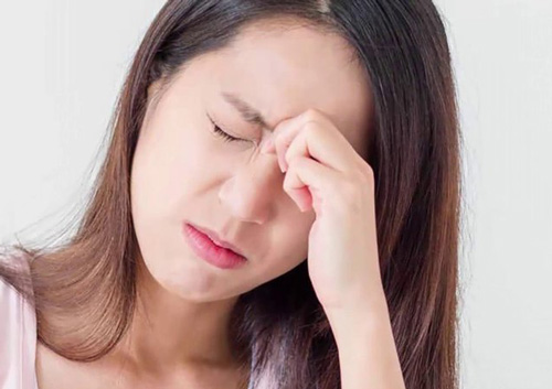 nâng mũi xong bị đau đầu có thể là do viêm xoang