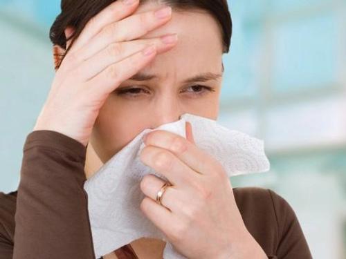 bị viêm mũi dị ứng có nâng mũi được không?